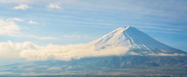 Mountain fuji con il cielo blu, giappone