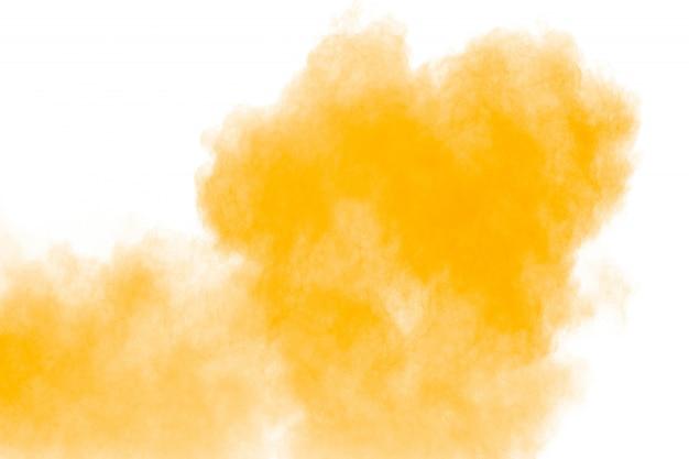 Movimento congelato di spruzzi di particelle di polvere arancione.