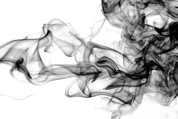 Movimento del fumo nero su sfondo bianco