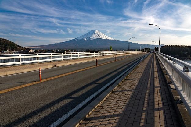 Mt. fuji a kawaguchiko fujiyoshida, giappone. il monte fuji è la montagna più alta del giappone