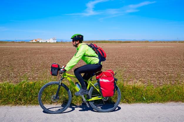 Mtb biker bicicletta da turismo con portapacchi