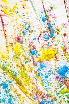 Mucchi di diversi colori brillanti e secchi