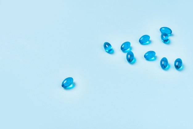 Mucchio delle pillole blu della capsula del softgel
