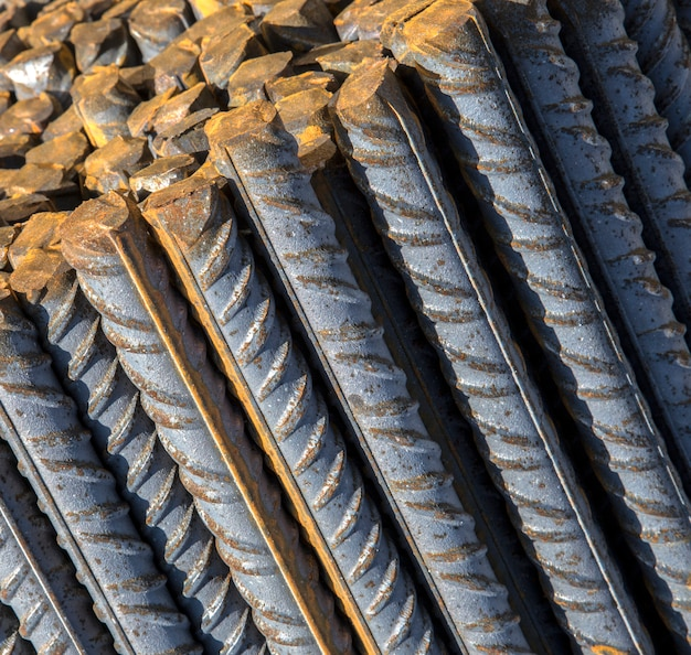 Mucchio di barre di acciaio