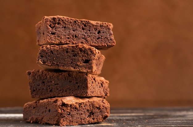 Mucchio di brownies al cacao