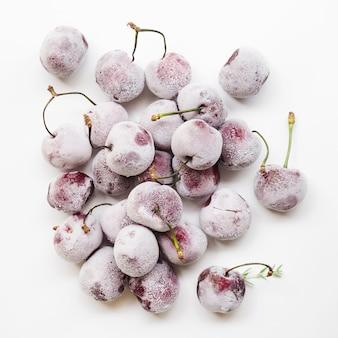 Mucchio di ciliegie congelate