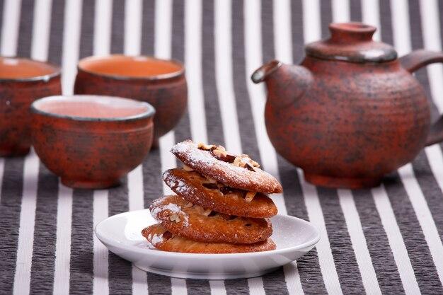 Mucchio di deliziosi biscotti di noci