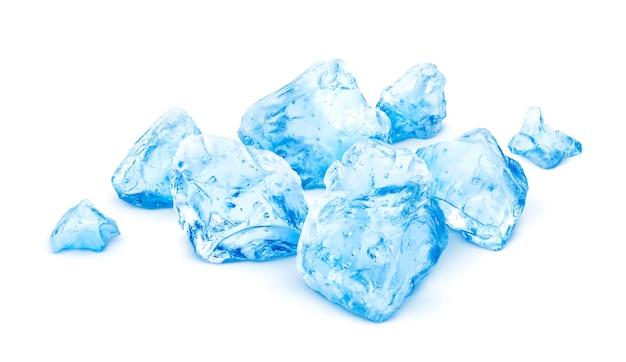 Mucchio di ghiaccio tritato isolato su bianco