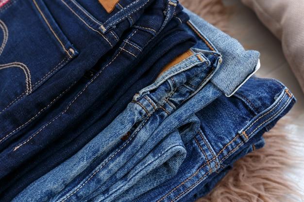 Mucchio di jeans