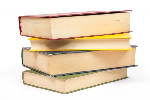 Mucchio di libri isolati