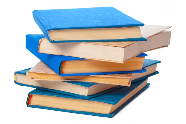 Mucchio di libri isolato su sfondo bianco