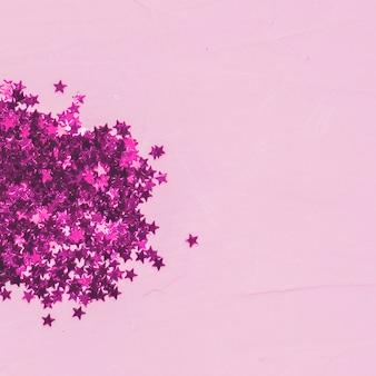 Mucchio di paillettes rosa vista dall'alto