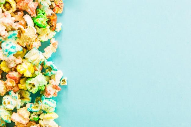 Mucchio di popcorn colorati
