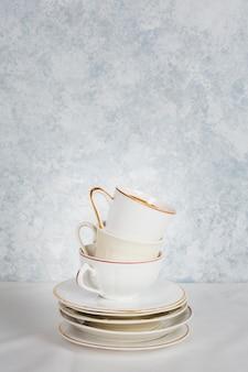 Mucchio di tazze di tè vista frontale
