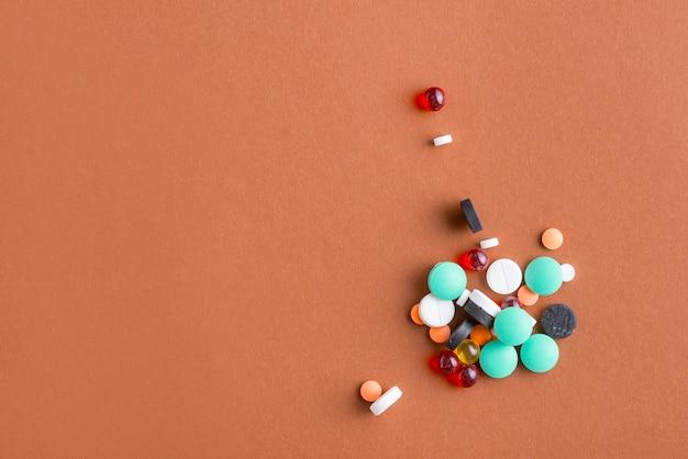 Mucchio di varie pillole