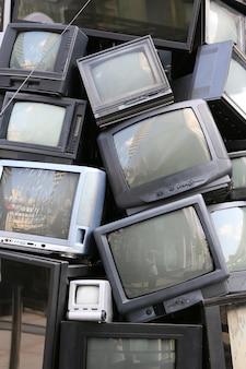 Mucchio di vecchia televisione
