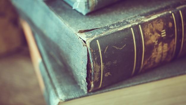 Mucchio di vecchio libro
