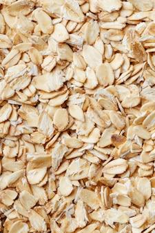 Muesli ai cereali dorati. chicchi di farina d'avena. colazione salutare vista dall'alto. avvicinamento