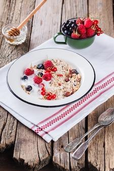 Muesli, muesli colazione salutare estiva