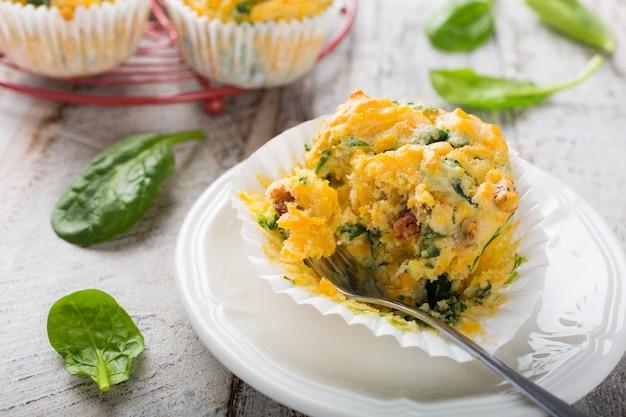 Muffin con spinaci, patate dolci e formaggio