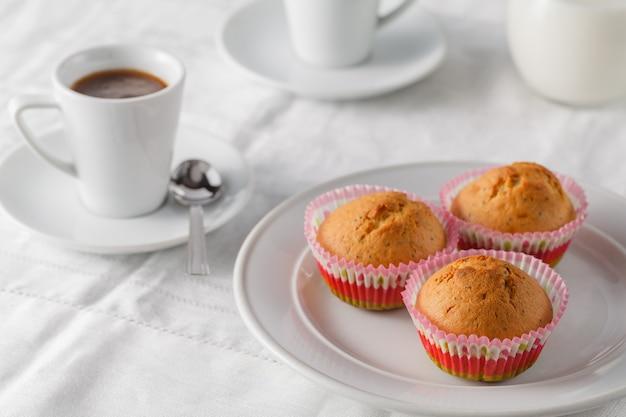 Muffin deliziosi fatti in casa freschi della zucca con per la prima colazione