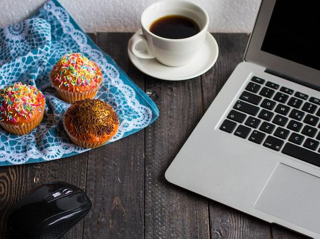 Muffin fatti in casa deliziosi con yogurt