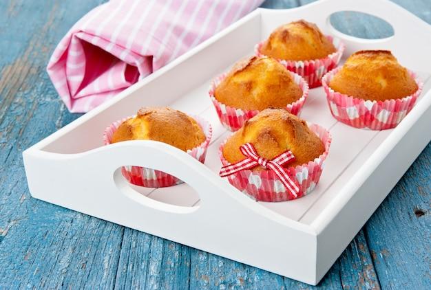 Muffin su un vassoio