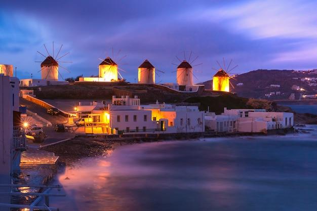 Mulini a vento a mykonos, in grecia