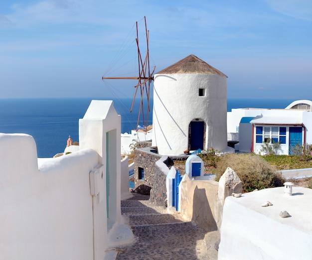 Mulino a vento tradizionale di oia, santorini
