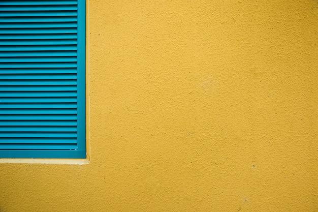 Mura della città con finestra