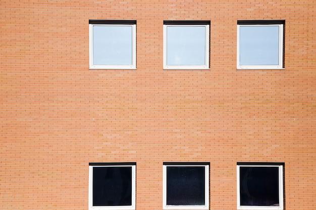 Muraglia con finestre