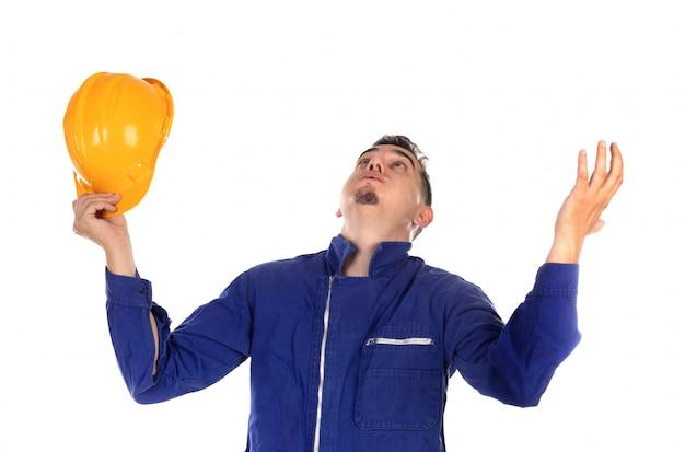 Muratore preoccupato con il casco giallo