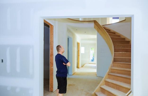 Muro a secco interno della costruzione domestica di nuova costruzione casa dell'edilizia