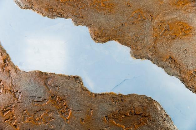 Muro di cemento grezzo e grezzo con divisione
