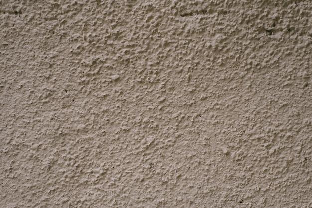 Muro di gesso grigio-marrone. costruire asciugacapelli per copiare lo spazio