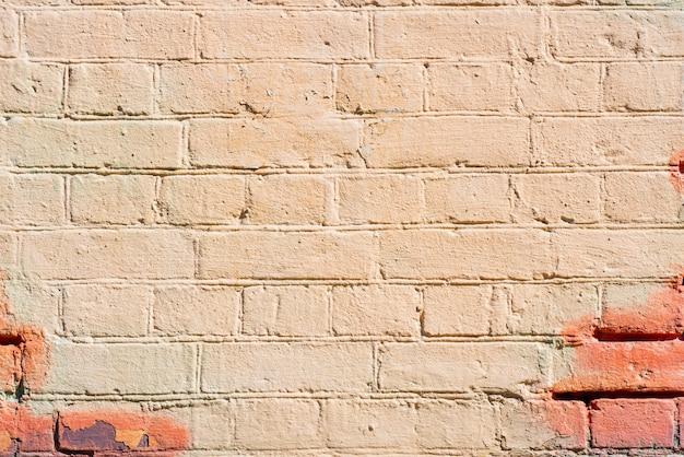 Muro di mattoni beige dell'edificio. interno di un moderno loft. sfondo per la progettazione e la registrazione dell'intervista.