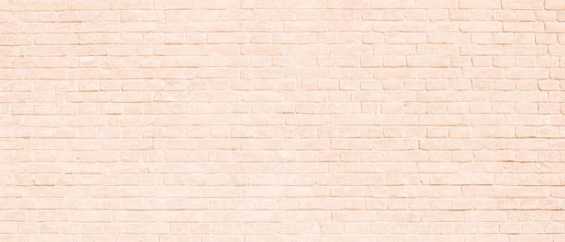 Muro di mattoni chiaro alla luce del sole. brillante trama di mattoni in rosa pastello