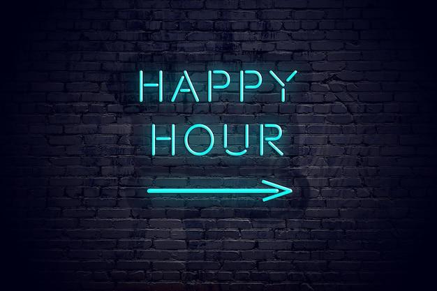 Muro di mattoni con freccia neon e segno happy hour.