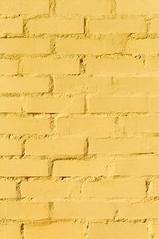 Muro di mattoni gialli