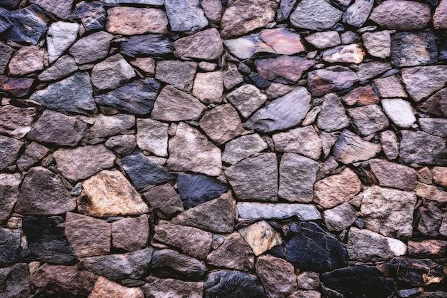 Muro di mattoni grigio e marrone