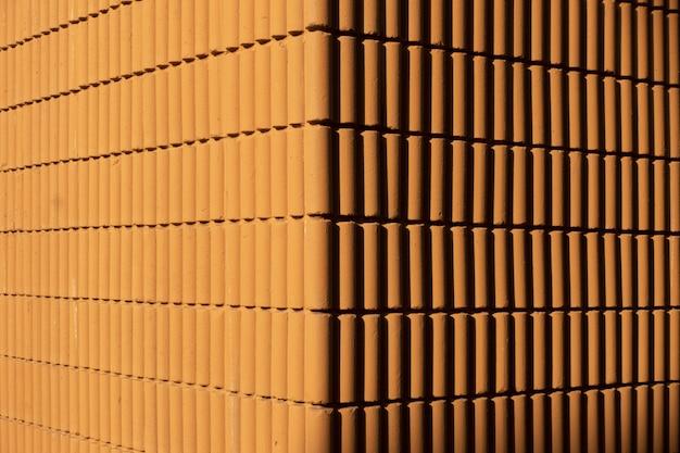 Muro di mattoni marroni