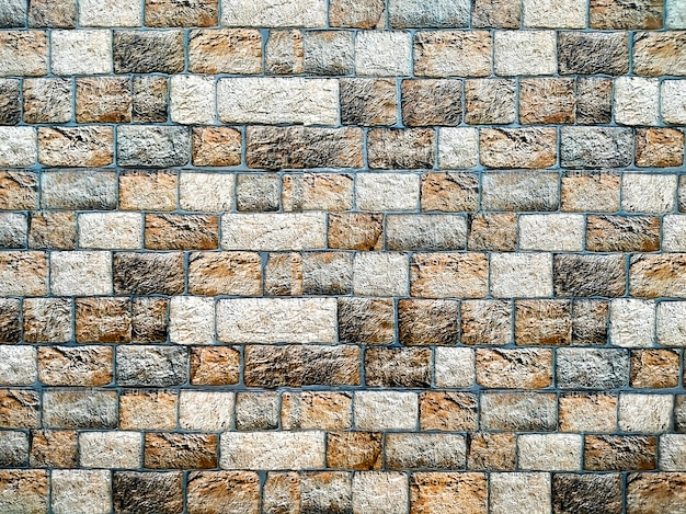 Muro di pietra orizzontale casuale in diverse tonalità di marrone