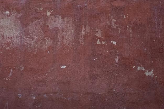 Muro rossastro con pelli bianche