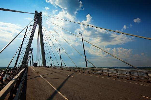 Murom cable bridge attraverso oka