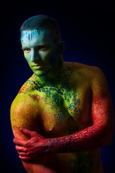 Muscle man con body art fantasy