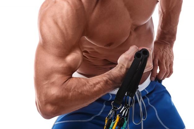 Muscle man lavorando con elastico