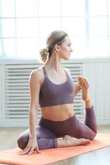 Muscoli della gamba superiore che allungano allenamento