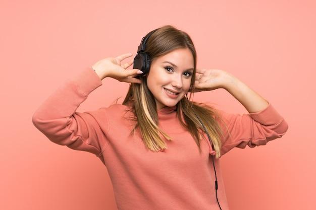 Musica d'ascolto della ragazza dell'adolescente