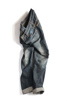 Mutanda sbiadita dei jeans isolata su fondo bianco con il percorso di ritaglio