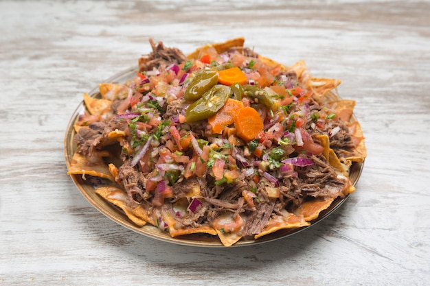 Nachos con carne, cibo tipico messicano.